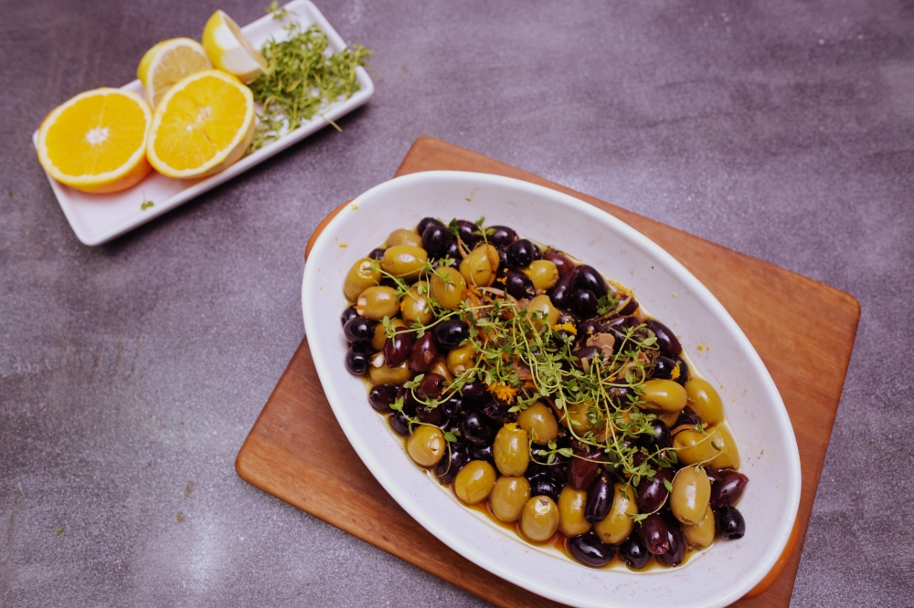 4070 Citrus and Herb Roasted Olives