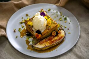 6199 Brioche french toast with bruleed banana 6 - FEATURE